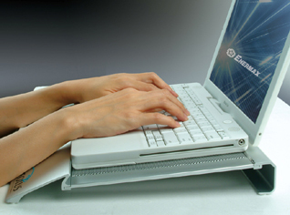 Wrist_rest_and_ergonomic_angle_318x